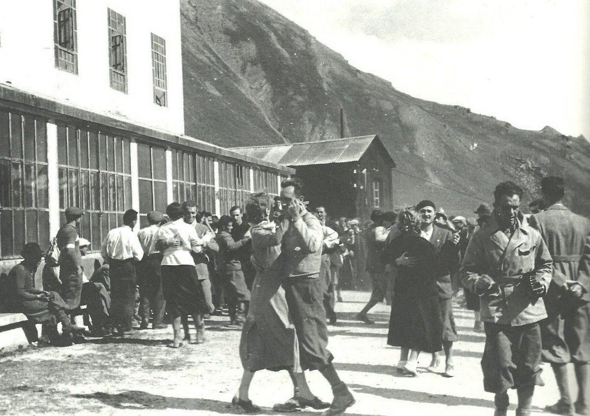 1942-app-operai-e-impiegati-di-aosta-a-colonna-mb150-x100