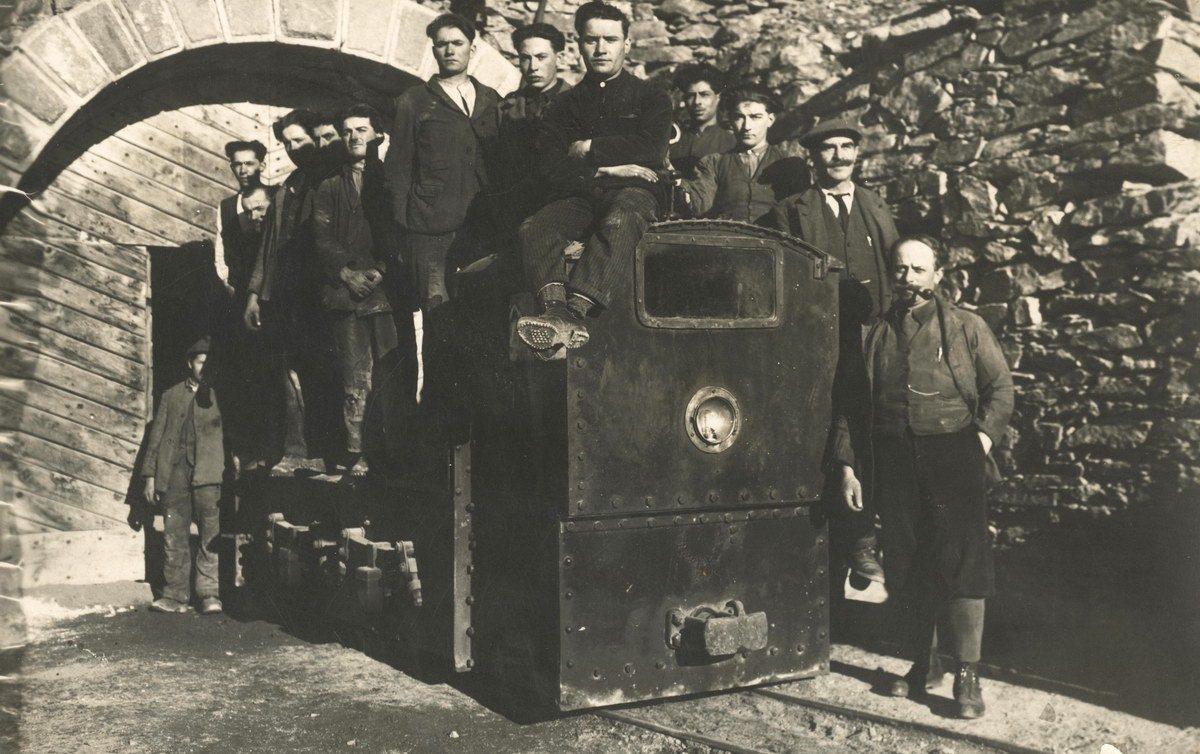 m-2-72-1930-app-gruppo-sul-trenino-di-colonna-aa